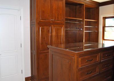 romani-monrovia-closet